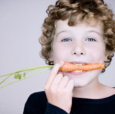 Otrok in prehrana skozi prakso