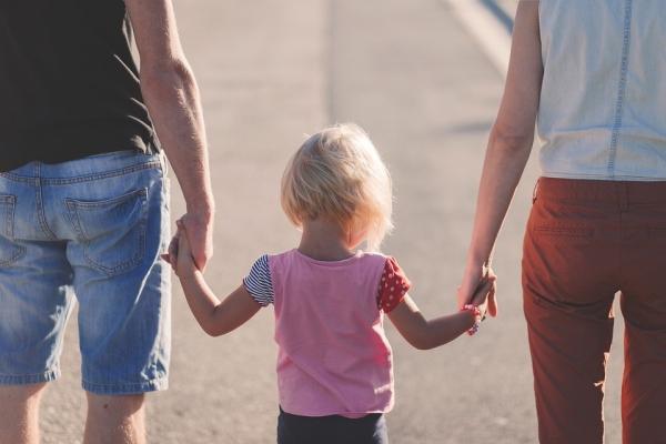 Starši imajo kljucno vlogo pri motoričnem razvoju otrok